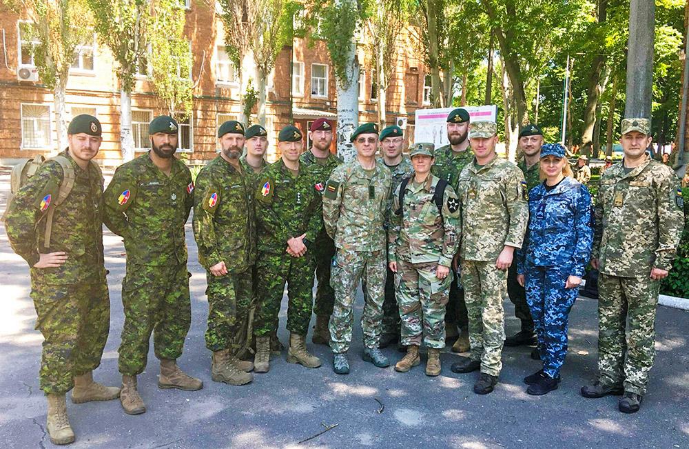 Експерти НАТО відвідали центри підготовки сержантського складу