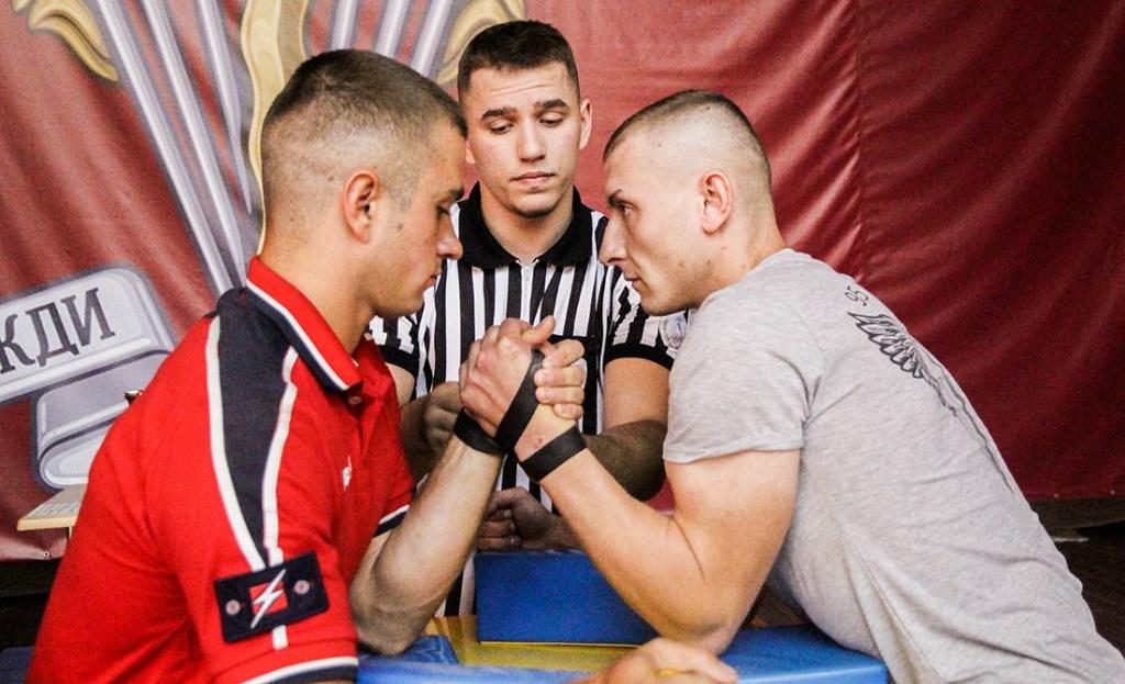 У ДШВ уперше пройшов чемпіонат з армреслінгу