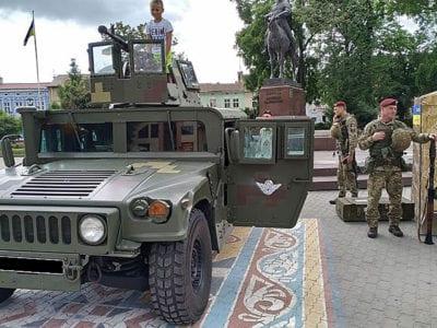 Івано-Франківщиною проїхав броньований «Хаммер»