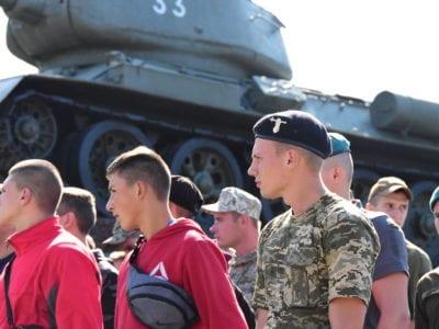 Вперше до Харківського військового інституту танкових військ вступають дівчата