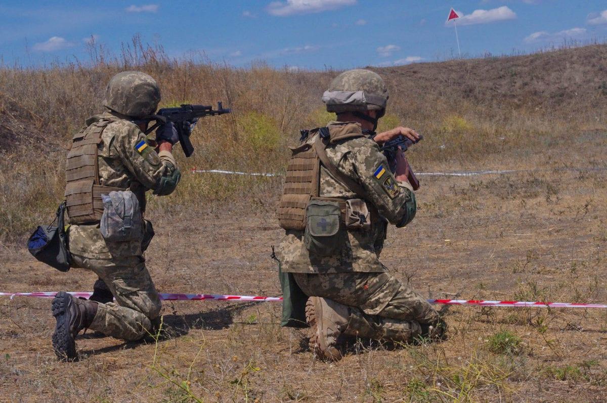 Українські морські піхотинці готуються заступити на чергування до бойової тактичної групи ЄС «Хелброк»