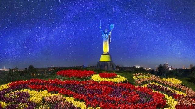 Україна, що постала у боротьбі…