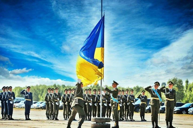 Боронити рідну землю під українським прапором