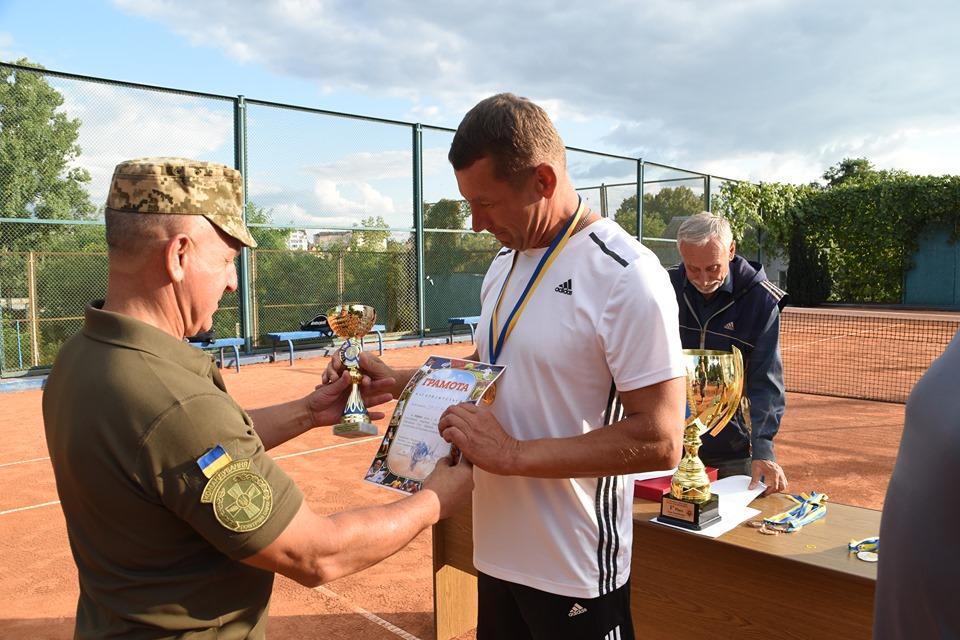 Міжнародний тенісний турнір допомагає важкопораненим бійцям