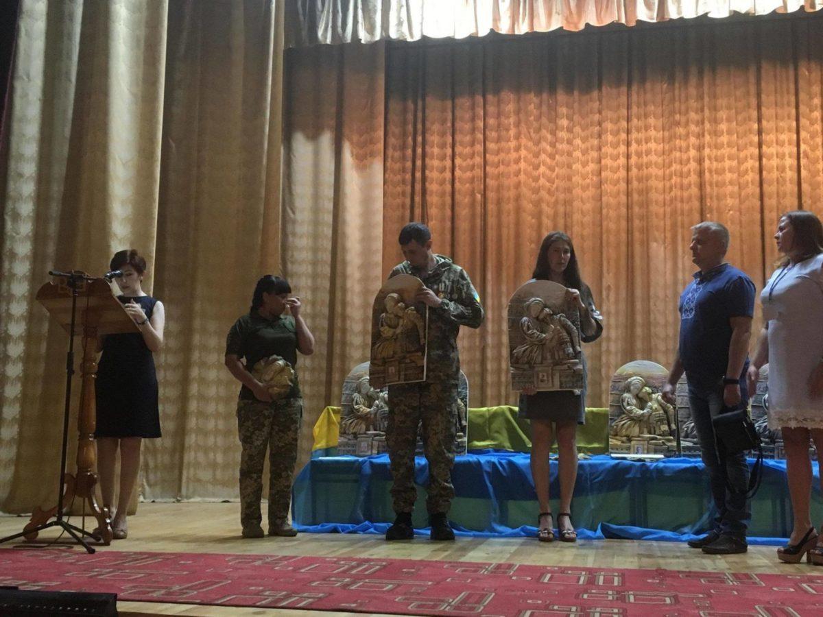 На Житомирщині вручили ікони пам'яті батькам загиблих воїнів