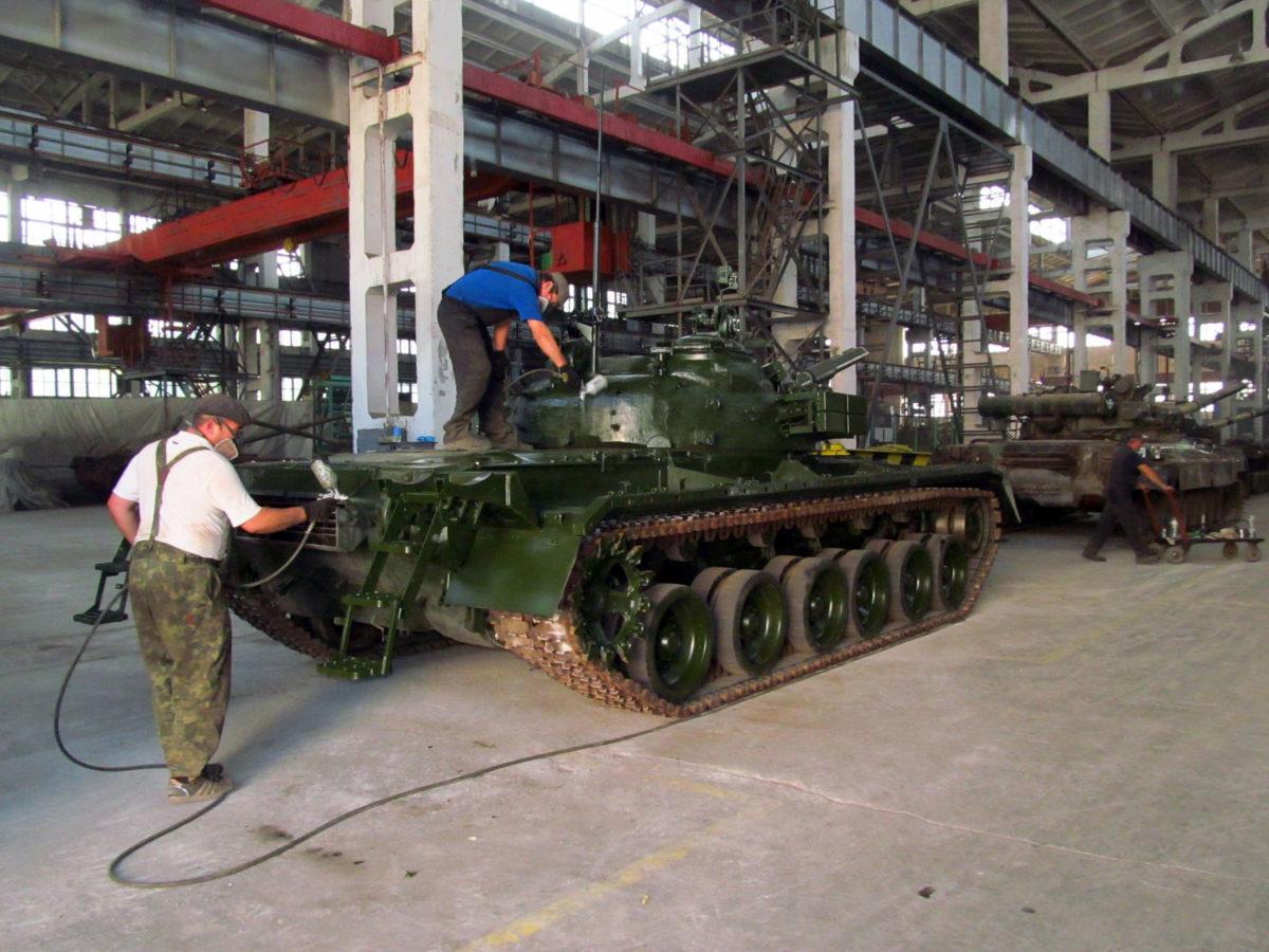 У Харкові для потреб Збройних Сил України передано 10 відремонтованих танків Т-64БВ
