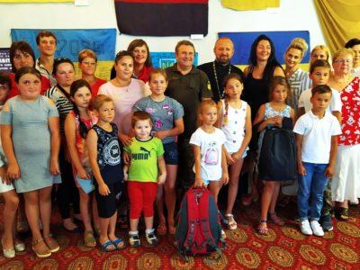 Волонтери з Великої Британії передали шкільне приладдя дітям з родин загиблих учасників АТО/ООС