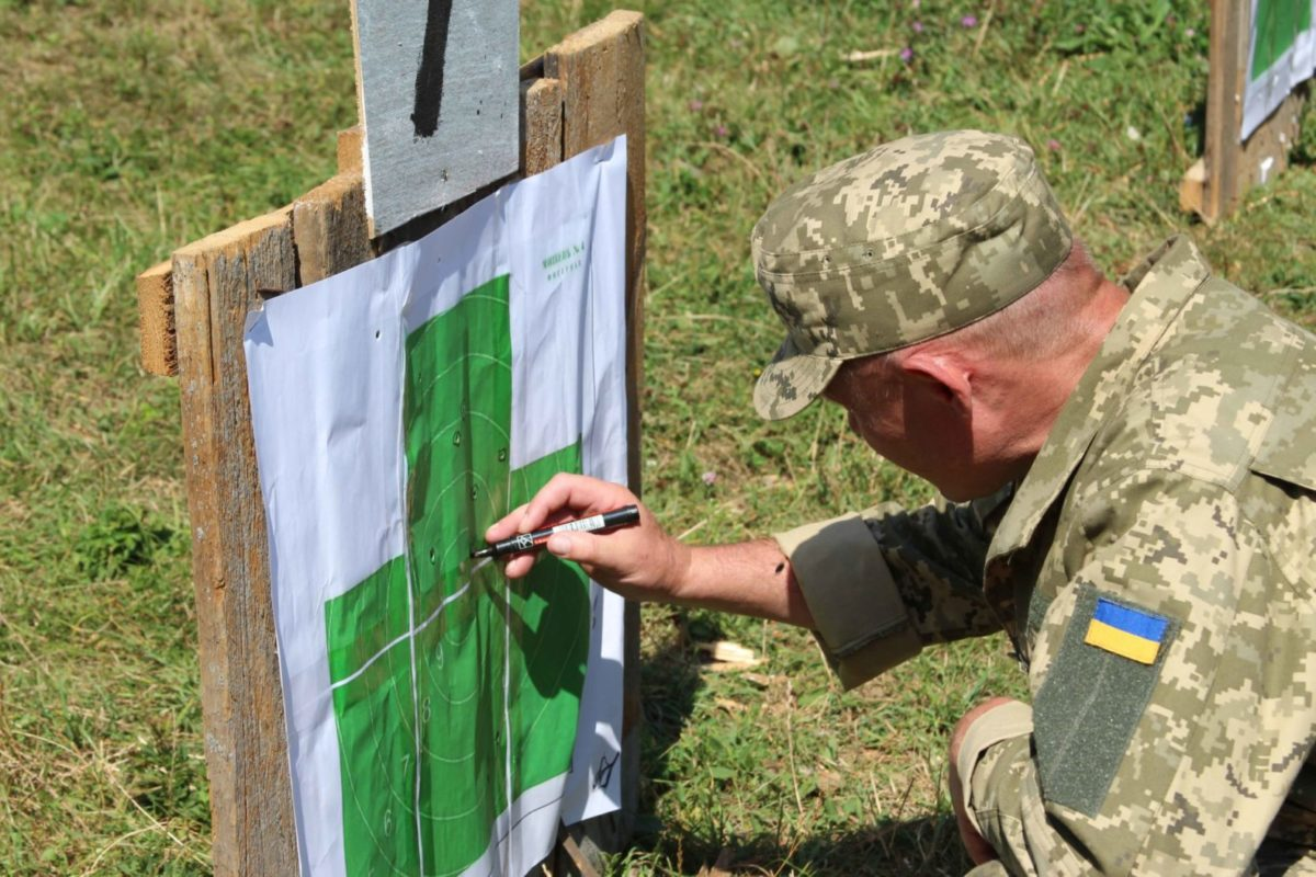 На військовому стрільбищі під Вінницею проходять вишкіл офіцери бригади територіальної оборони