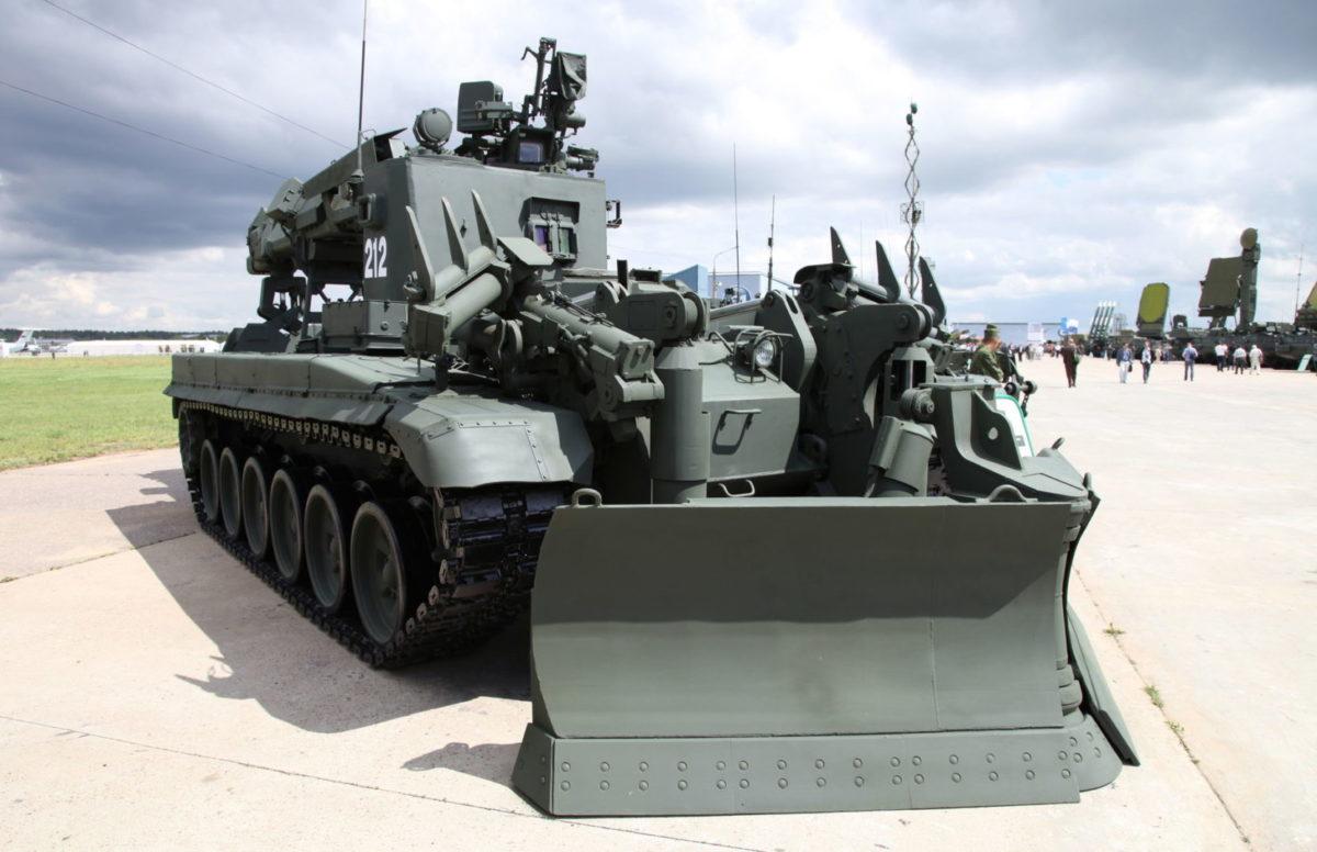 На Донбас прибула російська техніка з протиядерним захистом