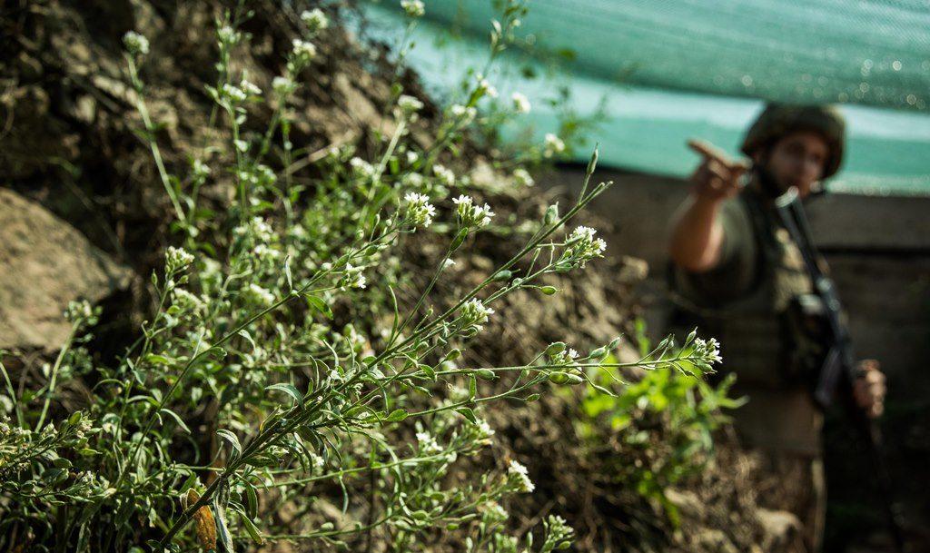 Доба в ООС: вісім порушень «тиші», у ЗС України – без втрат