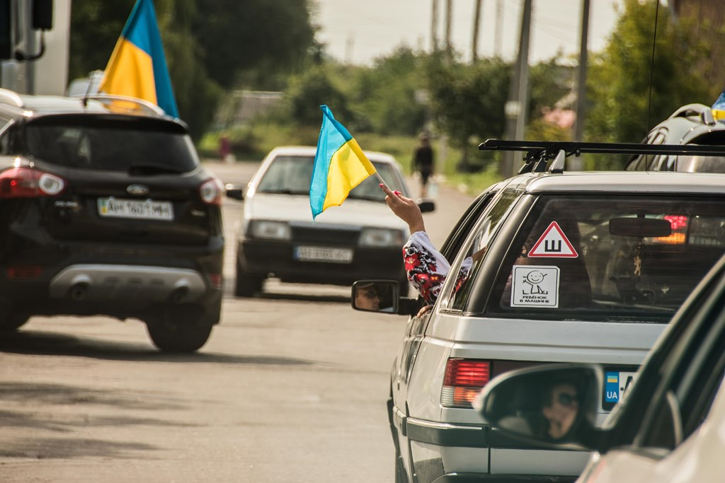 Армійські «Богдани», «Хаммери» та УАЗи зробили патріотичний автопробіг