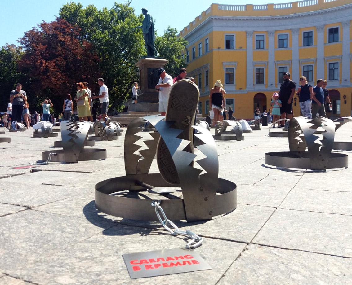 В Одесі біля Дюка правозахисники встановили понад 100 капканів на підтримку бранців Кремля