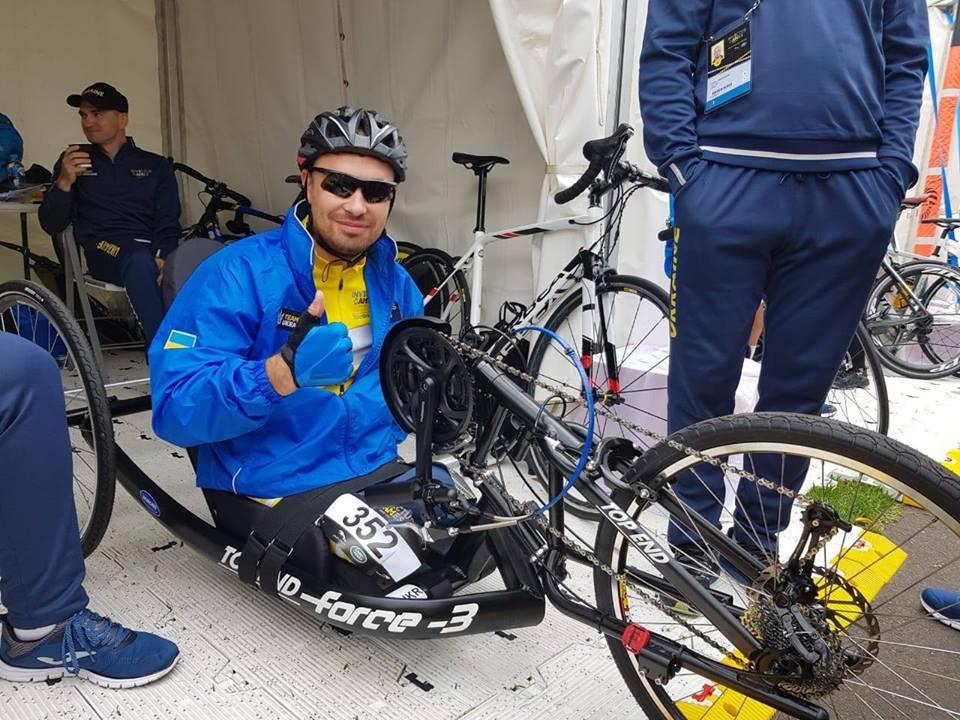 Олександр Чалапчій, не маючи обох ніг, під час підготовки до Invictus Games проїжджав на ручному велосипеді по 70 кілометрів на день