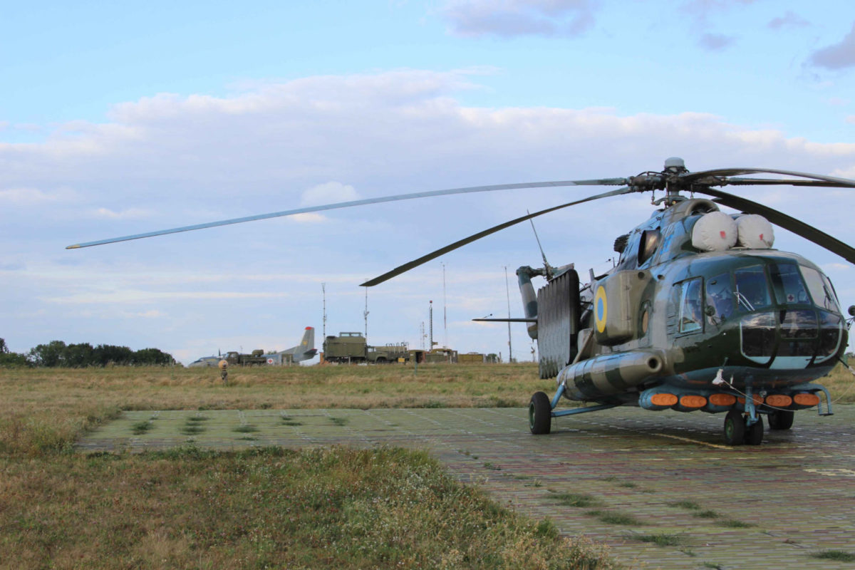 За час льотної практики  курсанти-льотчики налітали 44, штурмани – 34, а вертолітники – 58 годин