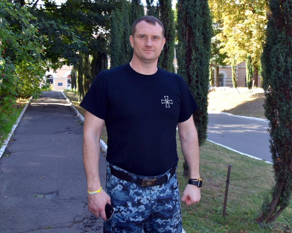 Капітан другого рангу Денис Гриценко: «У полоні всі моряки раділи судовим засіданням – це була єдина можливість побачитися з рідними»