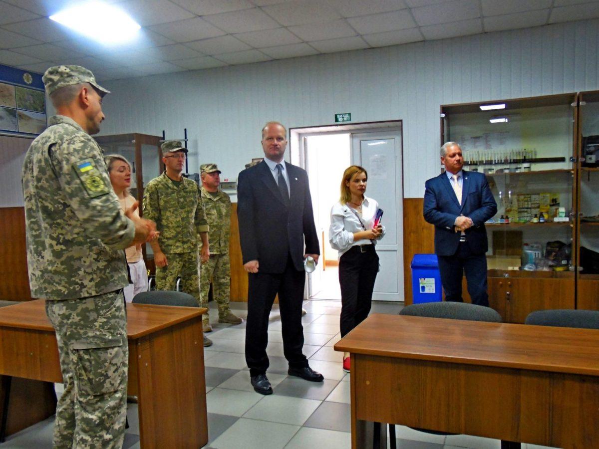 Представники Червоного Хреста відвідали Центр розмінування у Кам'янець-Подільському