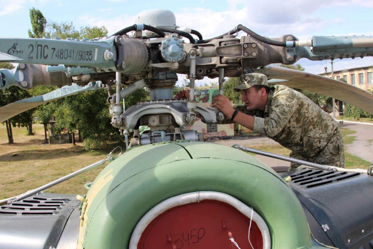 Із початком бойових дій на Сході держави ТЕЧ перейшла на цілодобовий режим роботи: літаки й вертольоти ремонтувалися вдень і вночі…