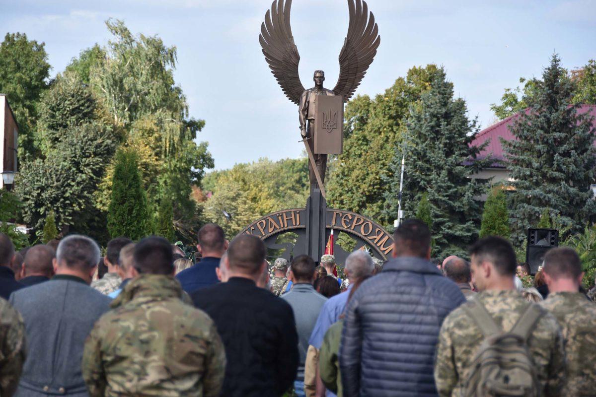 На Хмельниччині поховали 26-річного Героя-спецпризначенця