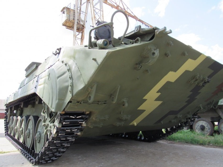 Житомирський бронетанковий завод передав війську модернізовані БМП