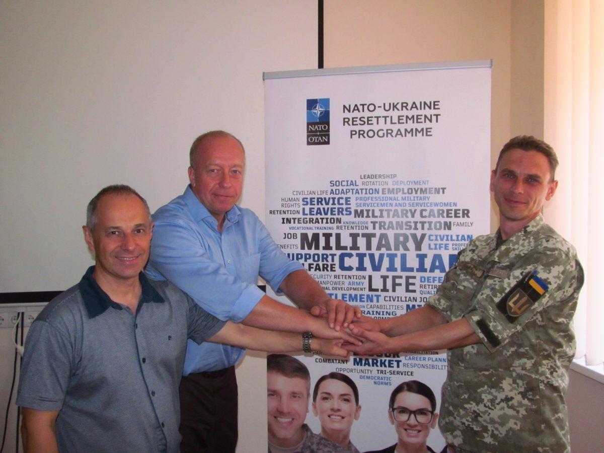 НАТО продовжує допомагати колишнім українським армійцям