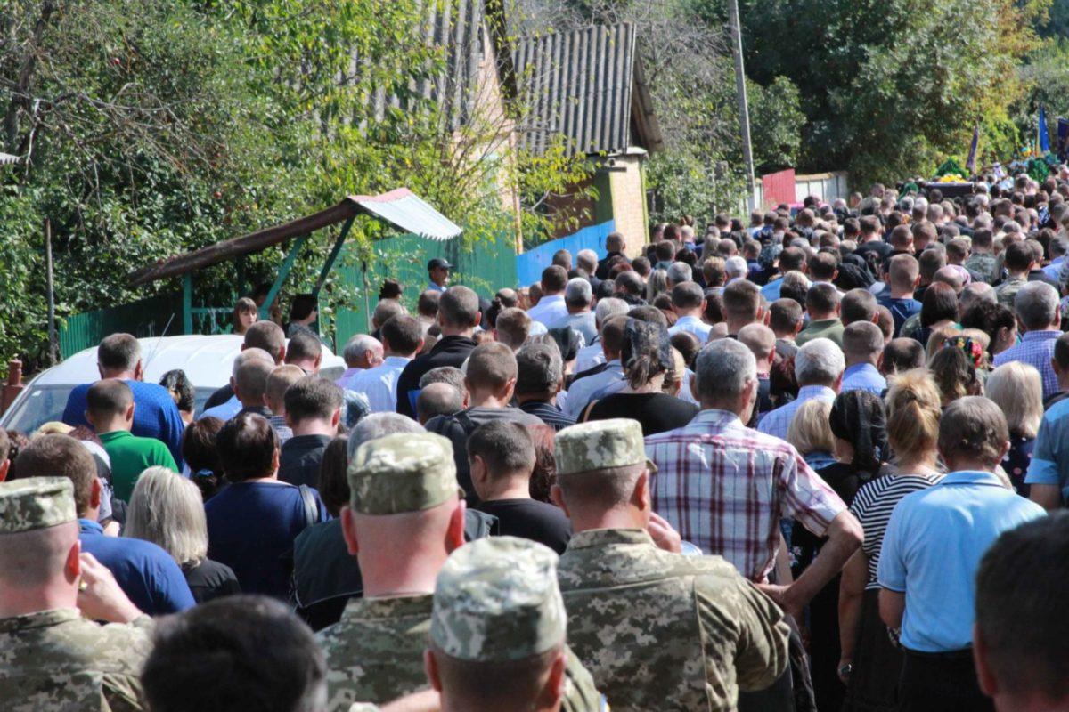 На Вінниччині провели в останню путь загиблого на Приазов'ї 24-річного бійця