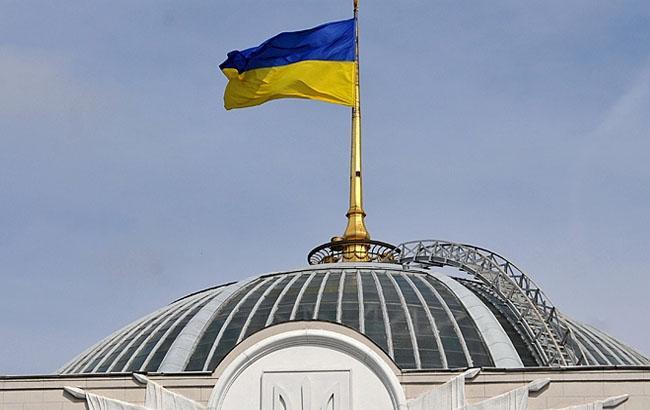 4 вересня 1991 року над будинком парламенту України замайорів синьо-жовтий  прапор – АрміяInform