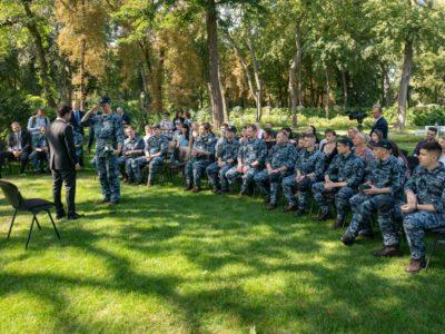 Володимир Зеленський зустрівся зі звільненими українськими моряками