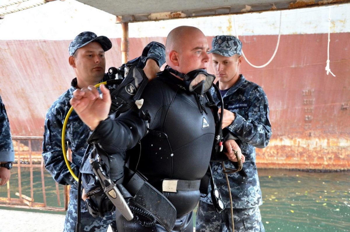 Як військові водолази в акваторії Одеси шукали затонулі вибухонебезпечні предмети