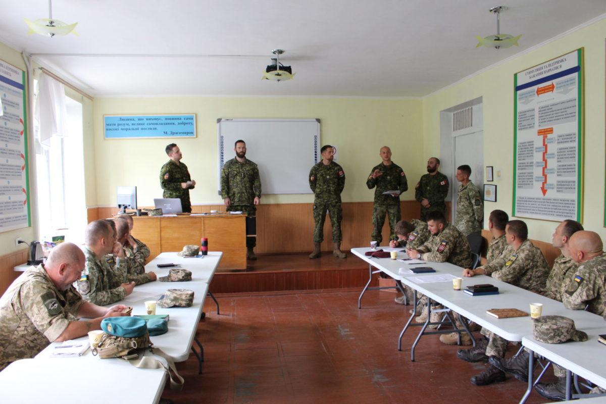 Українці вперше організували міжнародний семінар НАТО з питань взаємодії комбатів і старшин