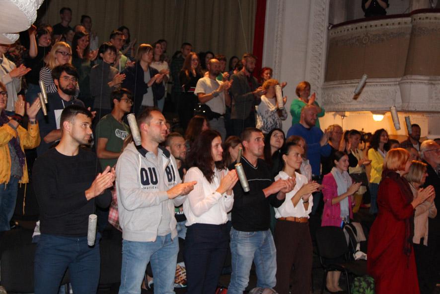 Бійці АТО/ООС зіграли у виставі «Голоси»