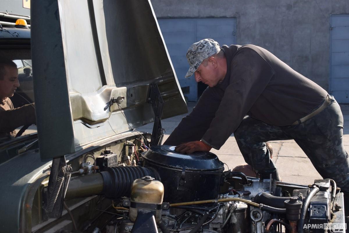 З високими здобутками до професійного свята підійшли армійські автомобілісти з Хмельниччини