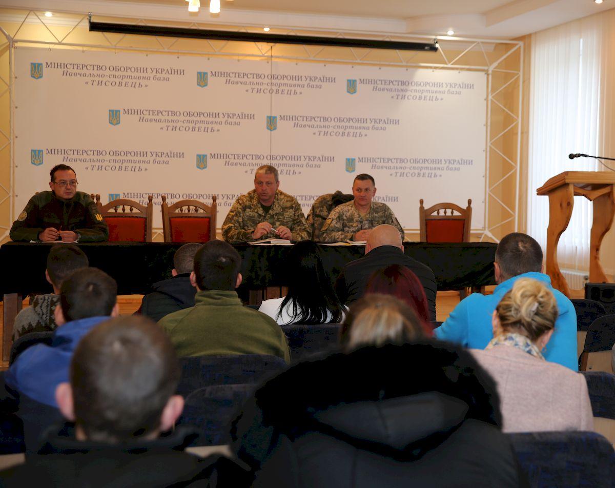 Військові з Львівщини й Тернопільщини та їхні родини відпочивають у Карпатах