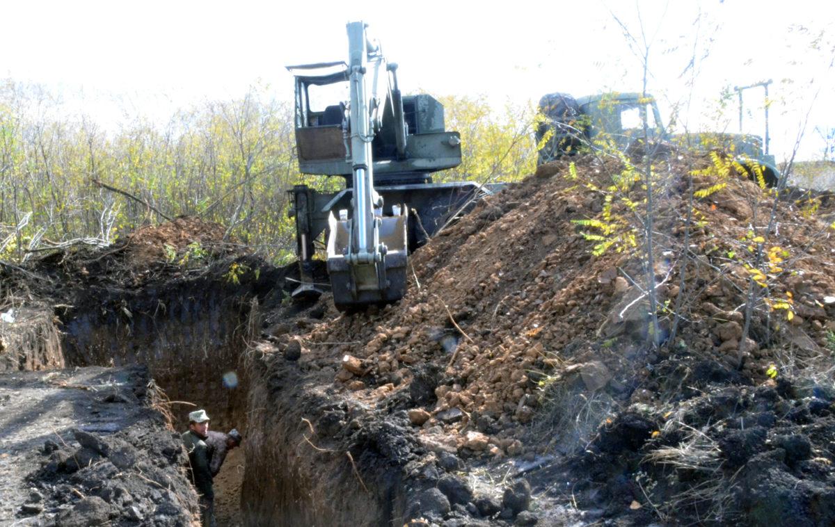 Військові інженери обладнують оборонні укріплення на ділянках відведення наших підрозділів