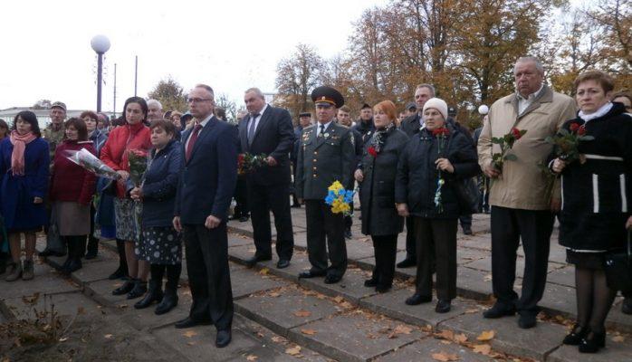 На Чернігівщині відкрили стелу «Захисникам України»