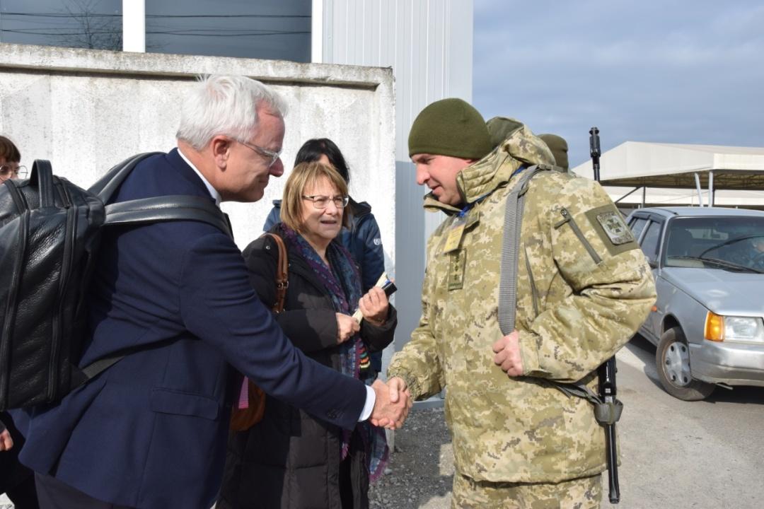 Представники «Гуманітарної місії ООН» із 11 країн первірили безпекову складову на КПВВ «Гнутове»