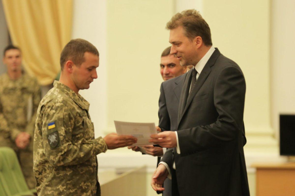 Міністр оборони нагородив військовослужбовців та працівників Збройних Сил відомчими відзнаками з нагоди Дня захисника України