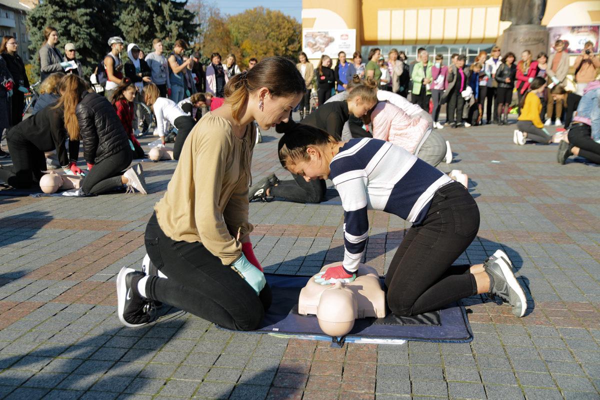 Вперше в Україні у рівненських школах навчали тактичній медицині за стандартами НАТО