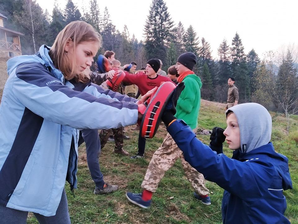 «Гайдамацька січ» виховує юнаків та дівчат у Карпатах