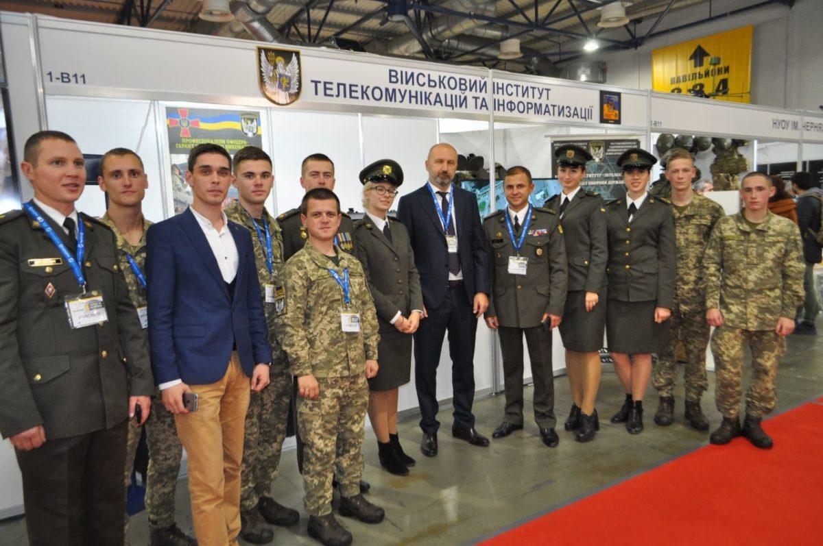 Військові зв'язківці презентували власні досягнення на виставці «Зброя та безпека — 2019»