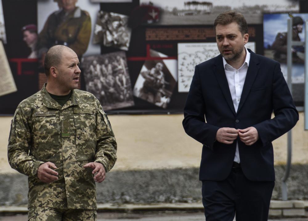 Міністр оборони України відвідав командування Десантно-штурмових військ