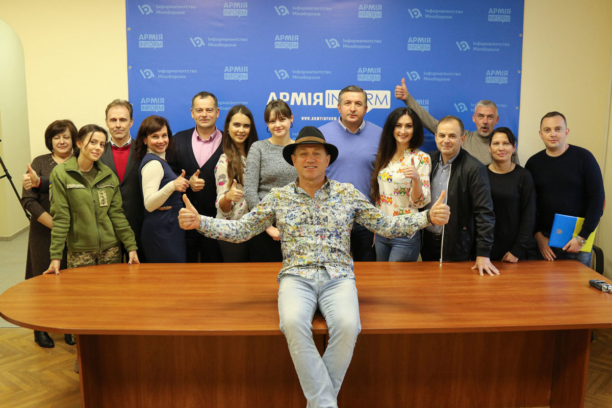 Анатолій Гнатюк: «Найменше, але найважливіше, що актор може зробити для країни — говорити зі сцени її мовою»