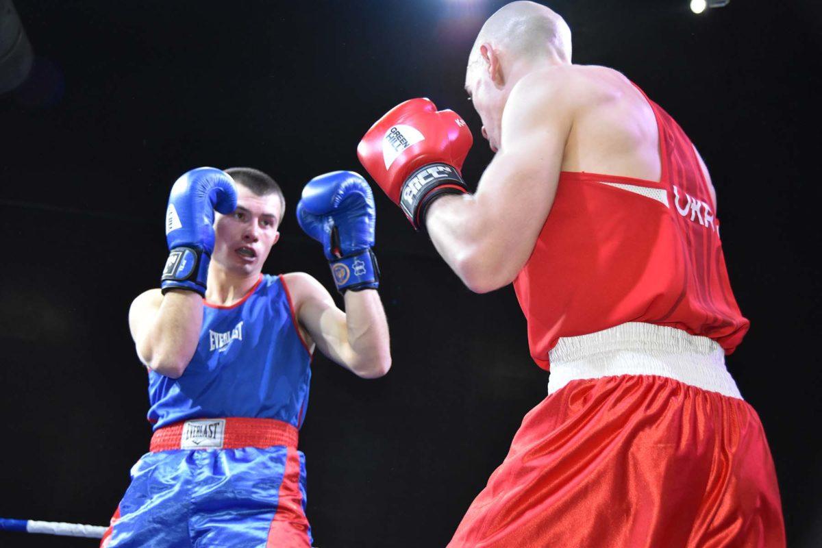 Сухопутні війська у Хмельницькому визначили своїх чемпіонів із боксу