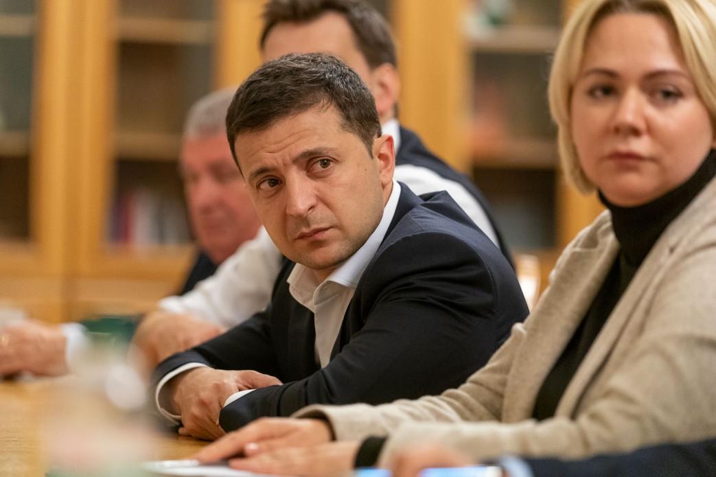 Президент зустрівся з рідними воїнів, які загинули на Донбасі