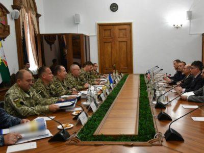 Генерал-лейтенант Руслан Хомчак зустрівся з стратегічним радником США з питань реформування ОПК України