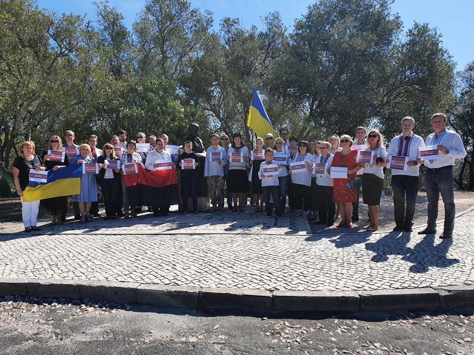 Флешмоб на підтримку українських політв'язнів РФ провели українці у Португалії