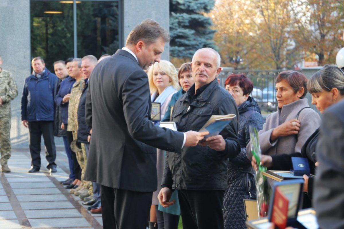 Міністр оборони нагородив відомчими відзнаками батьків загиблих Українських захисників