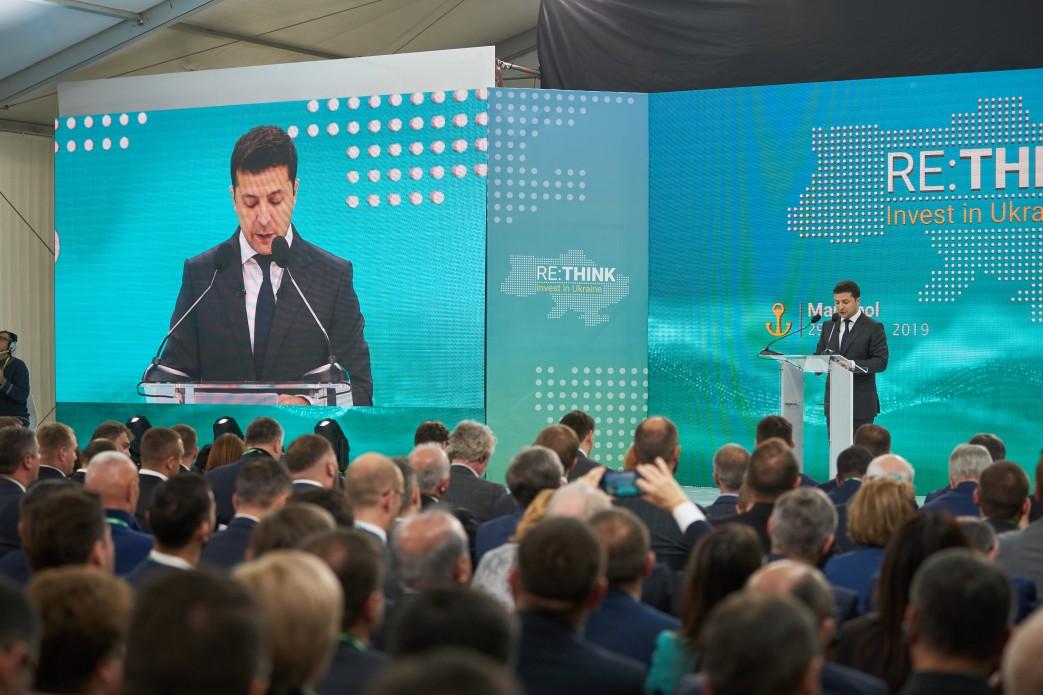 Сьогодні інформаційне поле України стосовно Донбасу та Криму заміноване фейками, маніпуляціями та агресією – Президент