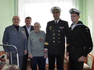 У День захисника України військові моряки привітали ветерана-морпіха з 99-річчям