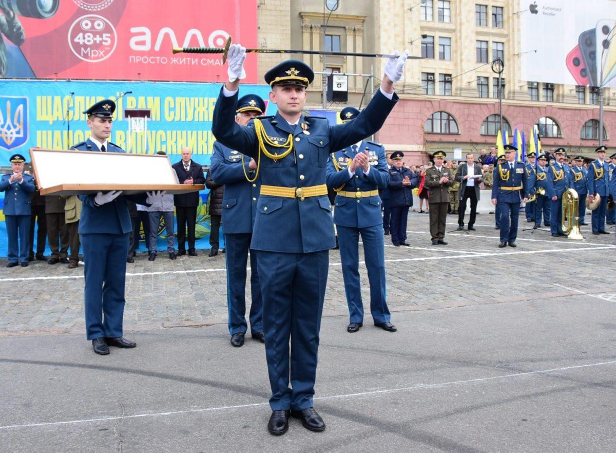 Унікальний випуск лейтенантів льотних спеціальностей у Харкові