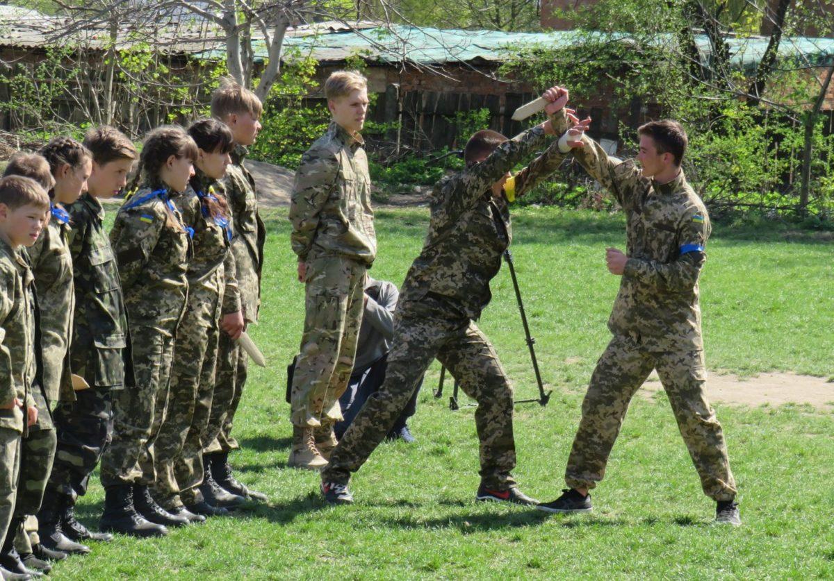 Вінницькі школярі «викликають» підтримку артилерії